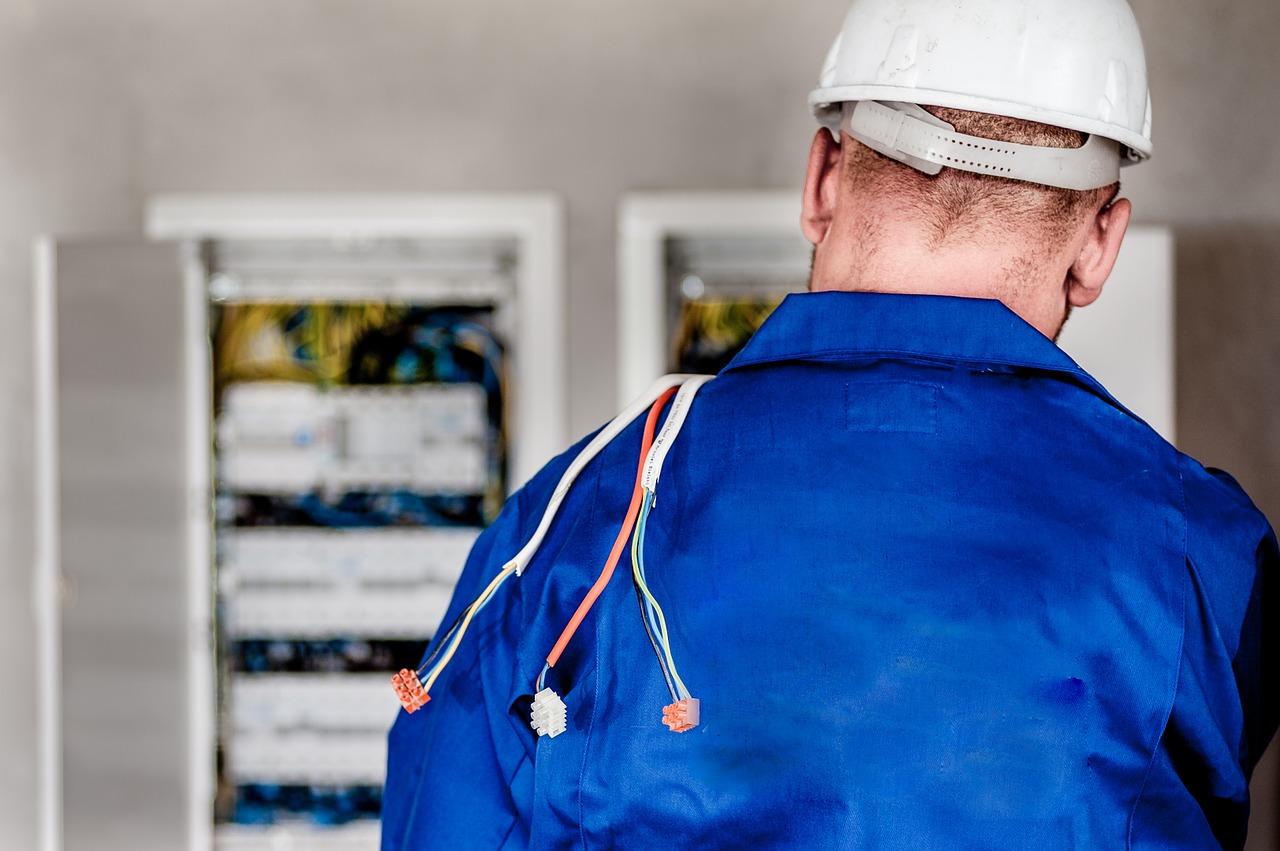 Нормы и правила работы в электроустановках потребителей электрической энергии.